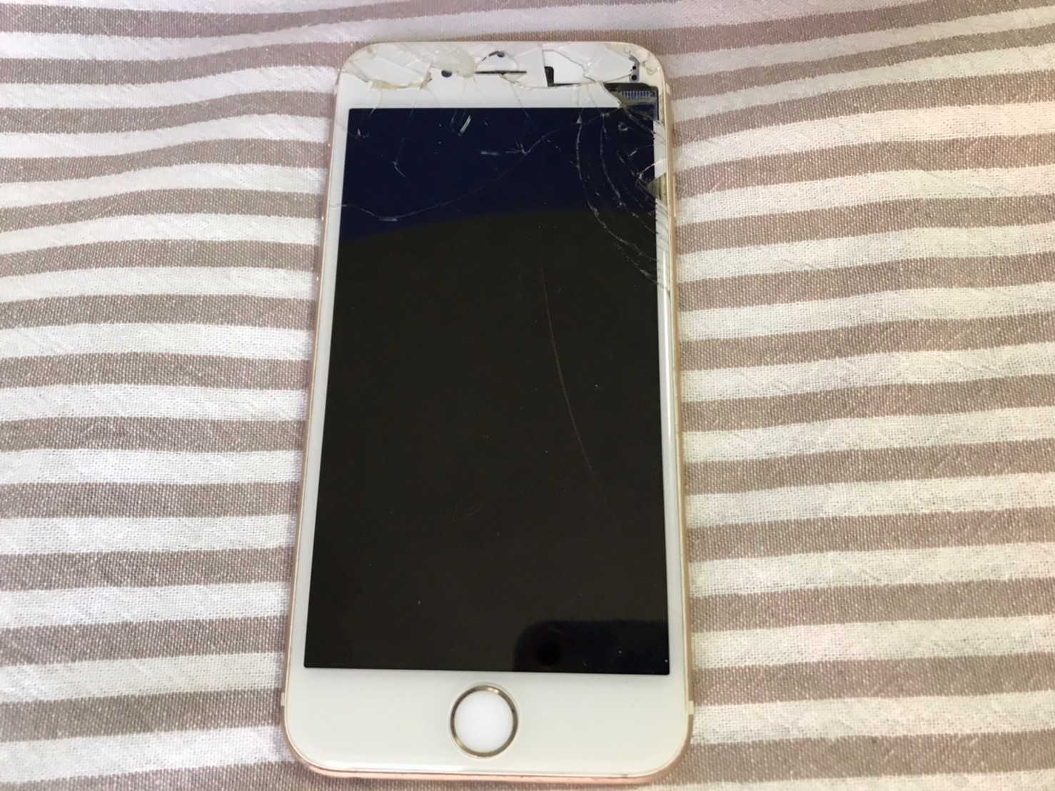 壊れたiPhone7